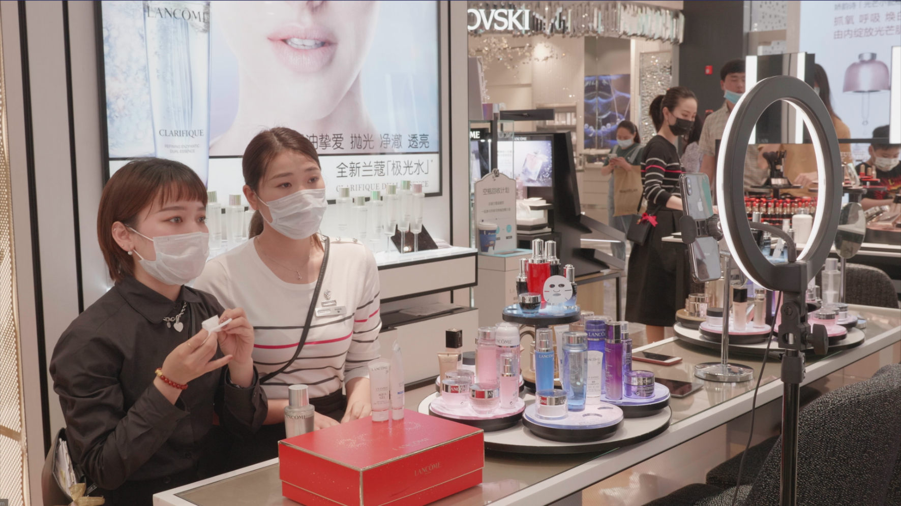 Chinese department store chain, In-Time, livestreams employees